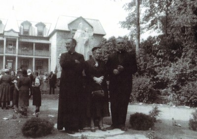 Dedication of a statue 1952. Father Donald Kerr (left) & Father Leo Macdonell (right)